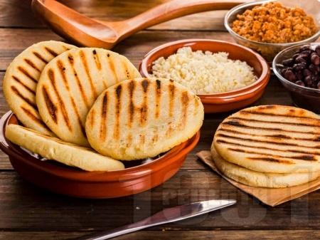 Домашни бързи плоски царевични питки за сандвичи на скара / грил тиган - снимка на рецептата